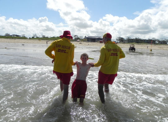 mackay surf lifesaving club patrol in action